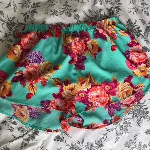 Pants - Super cute floral high waisted shorts! 🌸